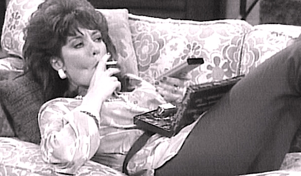 Fuck, I'm bored! Think I'll become a mummy blogger... [Married with Children, Fox TV]